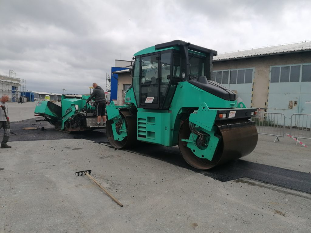 Pokládka asfaltových koberců